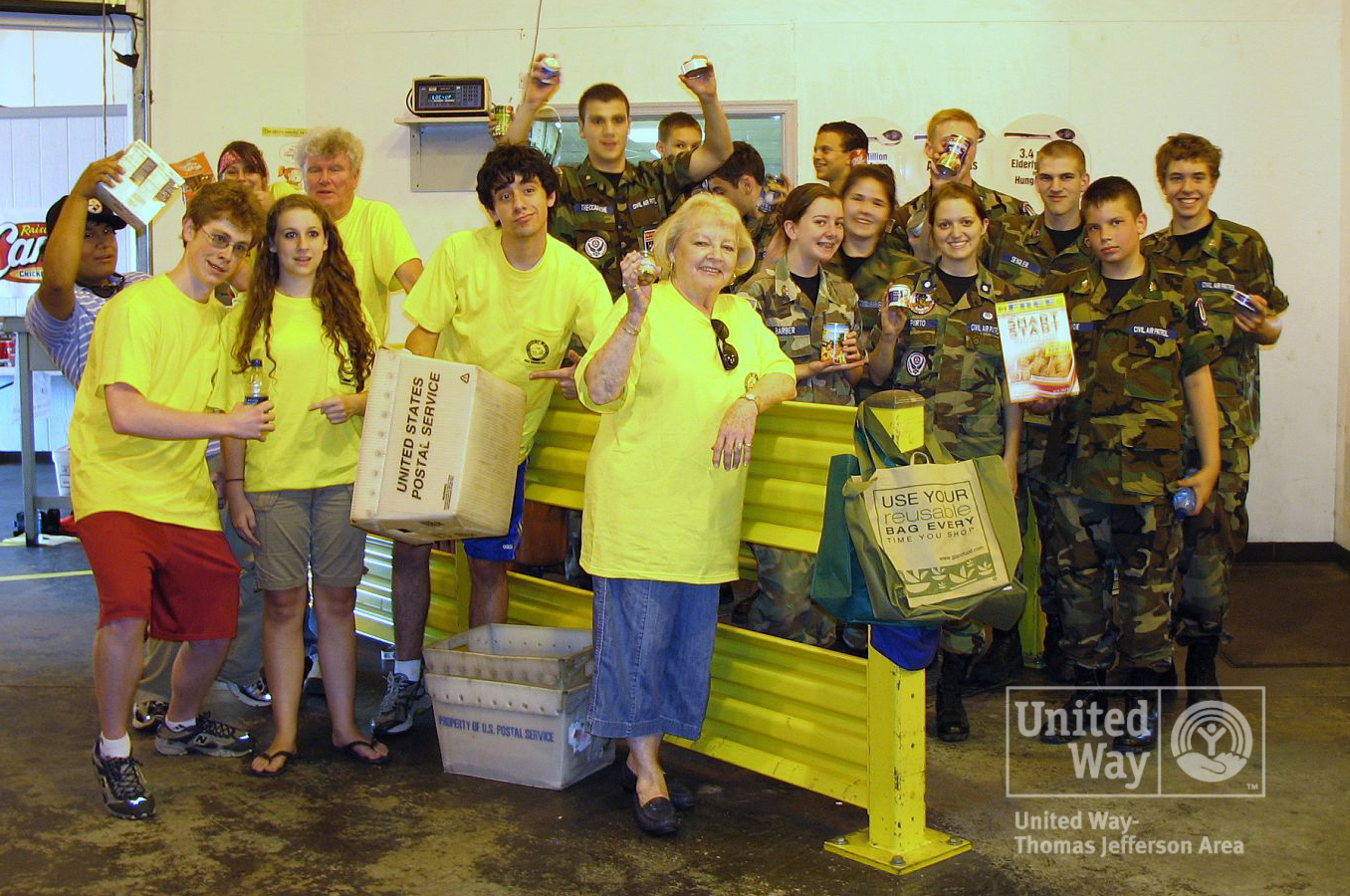 2009 Letter Carriers Food Drive 032-watermark